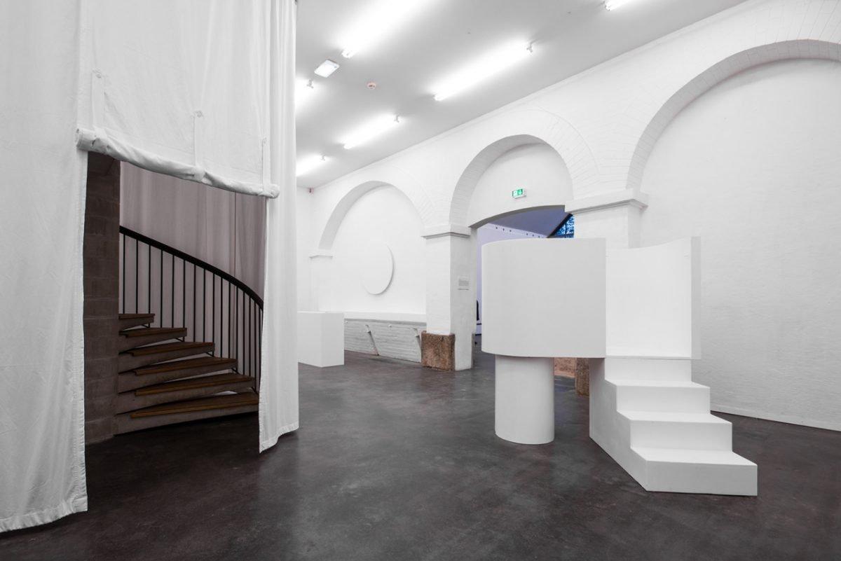 weiter zur Installation Der Weisse Raum